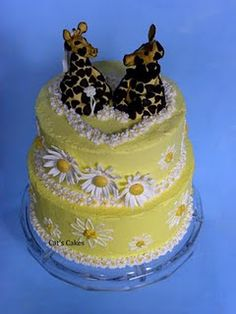 Griaffe and Daisy Wedding Cake haha this is SO me it isn't even funny! (although it is tacky, the giraffes make this absolutely hilarious) LOVE giraffes, LOVE daisies
