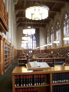Si au moins la bibliothèque de l'UQAM avait l'air de ça (Yale Law School Library)