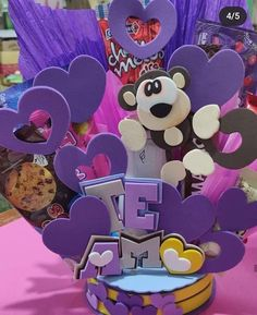 Diy And Crafts, Arts And Crafts, Candy Bouquet, Ideas Para Fiestas, Cat Birthday, Candy Gifts, Valentine Decorations, Disney Drawings, Cake Toppers