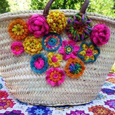 Eclectic Gipsyland: Stage de crochet chez La Bien Aimee 24 et 25 juillet Crewel Embroidery, Cross Stitch Embroidery, Embroidery Patterns, Knitting Patterns, Crochet Patterns, Crochet Classes, Learn To Crochet, Crochet Handbags, Crochet Purses