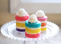 Rainbow Mini Cupcakes Recipe via Dramatic Pancake Mini Cupcakes, Mini Cupcake Recipes, Mini Desserts, Cupcake Cakes, Dessert Recipes, Baby Cakes, Rainbow Layer Cakes, Rainbow Cupcakes, Mini Tortillas