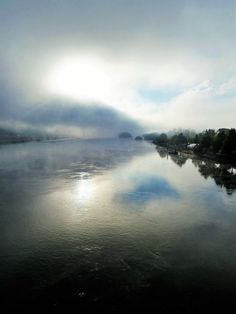 'Die Donau im Nebel bei Vilshofen II' von Martin Blättner bei artflakes.com als Poster oder Kunstdruck $21.56
