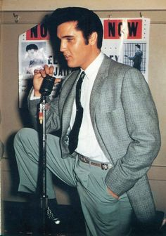Elvis looking sharp on October 26, 1957 in San Francisco, CA. http://www.elvisechoesofthepast.com/elvis-presley-souvenir-photo-album-epe-1956-aka-the-second-tour-book/