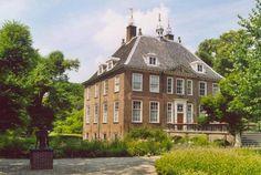 Rijnhuizen, eigendom van Reinoud van Tuyll van Serooskerken, getrouwd met Agnes van Reede tot Drakestein. Netherlands Country, Modern Buildings, Utrecht, Holland, Beautiful Homes, Landscape, House Styles, Villa, Manor Houses