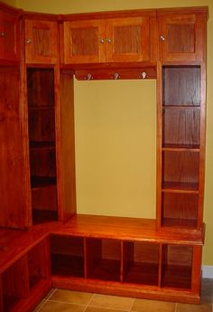 Google Image Result for http://www.ifoyer.com/lakota/modular_mudroom_system_stained_right_side.jpg