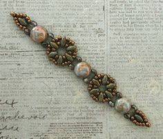 Linda's Crafty Inspirations: Playing with my Beads.Little Ditties with Candy Beads Beaded Bracelets Tutorial, Beaded Bracelet Patterns, Seed Bead Bracelets, Seed Bead Earrings, Jewelry Patterns, Beaded Earrings, Beaded Jewelry, Seed Beads, Stud Earrings