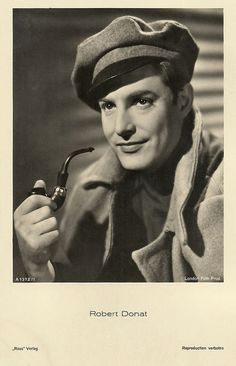 robert donat - Google Search Robert Donat, People Smoking, Hollywood Stars, Classic Hollywood, Beautiful Voice, Best Actor, Famous People, Captain Hat, Singer