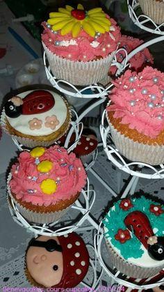 More cupcakes ! More Cupcakes, School Shopping, Desserts, Food, Tailgate Desserts, Deserts, Eten, Postres, Dessert