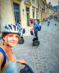 Para conhecer Dijon na França você pode fazer um Tour de Segway. A reserva é feita diretamente no escritório de turismo. O tour se chama Balade en Segway e existem 3 opções de itinerários possíveis (todos de 1h30 de duração e com preços a partir de 25):Dijon Centre historique;Dijon Allées du Parc eDijon La Coulée Verte. O itinerário é escolhido no próprio dia em função tanto do seu interesse quanto também das condições climáticas e da cidade como um todo (ex: em dias em que o centro está…