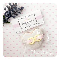 Söz, nişan ve düğün davetlerindehediyelik olarak dağıtılmak üzerebu kişiye özel kurabiye paketlerimizden hazırladık♥ Bu seriyi o kadar severek hazırladım ki fotoğraf çekimi içime sininceye kadar …