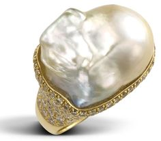 $26,553 18kt. Yellow gold 162 RD 4.53ct 1 Baroque white pearl