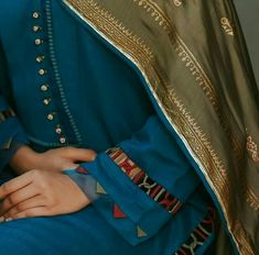 Kurti Sleeves Design, Sleeves Designs For Dresses, Kurta Neck Design, Dress Neck Designs, Sleeve Designs, Blouse Designs, Neckline Designs, Pakistani Fashion Casual, Pakistani Dresses Casual