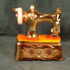 VINTAGE-PORCELAIN-SEWING-MACHINE-COIN-BANK-LEGO-JAPAN-HAND-PAINTED
