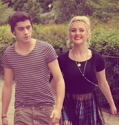 Zayn Malik & Perrie Edwards - Zerrie - They Don't Know About Us Malik One Direction, Members Of One Direction, I Love One Direction, Zayn Perrie, Zayn Malik, One Direction Girlfriends, The Girlfriends, Cutest Couple Ever, Cher Lloyd