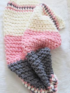 Crochet Baby Patterns Free Crochet Baby Blanket Pattern - Crochet Dreamz - This free crochet baby blanket pattern works up in under 5 hours. You will love the texture and the softness of this blanket. Make one today! Crochet Baby Blanket Beginner, Free Baby Blanket Patterns, Crochet Blanket Patterns, Baby Patterns, Baby Knitting, Crochet Blankets, Dishcloth Crochet, Afghan Crochet, Free Crochet