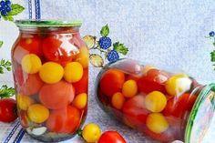 Оказывается, ассорти на зиму может быть не обязательно только овощным или только фруктовым. Овощи с фруктами отлично сочетаются в банках, дополняя друг друга. Помидоры, маринованные с алычой – отличный пример такого ассорти. Такие помидоры получаются очень вкусными, с легкой фруктовой кислинкой и сливовым ароматом. В заготовку можно не добавлять уксус, так как предполагается, что в