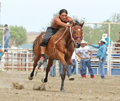 Native Sun News: Behind the scenes with Indian relay racing team American Sports, American Life, Native American Horses, Relay Races, American Indian Art, Racing Team, Native Indian, First Nations, Horse Racing
