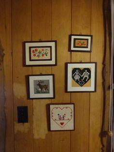 Clássica decoração da vó Elvira (todos os quadros bordados por ela).