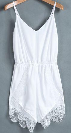 White Spaghetti Strap Lace Chiffon Jumpsuit y se puede encontrar en stradivarius