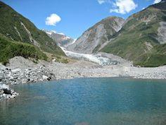 Im Vordergrund der Gletschersee und im Hintergrund der Gletscher