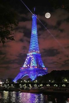 I miss Paris! Moon and Blue lighting in Eiffel Tower, Paris Torre Eiffel Paris, Paris Eiffel Tower, Eiffel Towers, Oh Paris, I Love Paris, Paris Night, Paris City, Montmartre Paris, Beautiful World