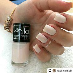 Discover new and inspirational nail art for your short nail designs. Elegant Nails, Stylish Nails, Trendy Nails, Dot Nail Art, Polka Dot Nails, Glitter Nails, Gel Nails, Nail Polish, Short Nails
