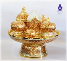 Image from http://www.benjarong.net/benjarong_img/aerng/2011/wRak/CHM_PK001.JPG.