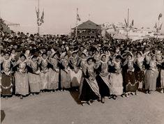 Μέγαρα - Ο χορός της Τράτας - visitmegara Old Fashioned Photos, Old Photos, Fashion Photo, Folk Art, Greece, Dolores Park, The Past, Memories, Costumes