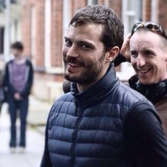 New photo of Jamie on set of The Fall. Breaking character.