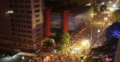 O encerramento é com a vencedora do Carnaval 2014 de São Paulo, a Escola de Samba Mocidade Alegre, que promete colocar todo mundo pra dançar até às 2h30 do dia 1o de janeiro de 2015. Saiba mais.