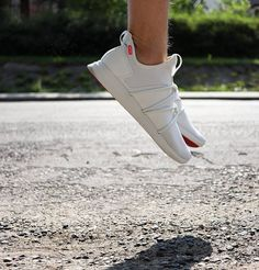 Jumping for joy today as I have found an incredible Canadian based brands called @skyefootwear.  Their shoes are super comfortable for walking and have a really nice snug fit without the hassle of laces. . . . . . #style#menswear#torontoblogger#menswearblogger #lifestyle#lifestyleblogger#justgoshoot#liveauthentic#gqinsider#spring #mensstyle#mystyle#menwithclass#class#fashion#instamood#potd#ootd#styleoftheday#gents#weekday#mnswr#dapper#mensfashion #toronto #canada #shoes #white #feetintheskye