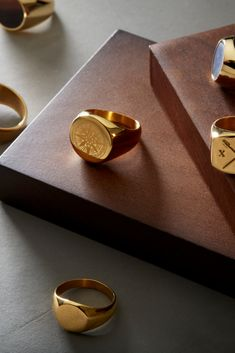 Home decor retro – Home Decor Ideas Advice Today Tungsten Wedding Bands, Wedding Ring Bands, Stylish Rings, Unique Rings, Mens Ring Designs, Ringe Gold, Golden Ring, Birthday Gifts For Boyfriend, Gold Plated Rings
