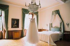 Casamento no verão e um lindo vestido Solaine Piccoli. wedding dresses - photo by Warm Photo http://ruffledblog.com/summer-love-wedding-in-austria
