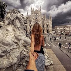 the Piazza Duomo in Milan. 8 February 2014 (the pic of the photo series by Russian Photographer, Murad Osmann) Murad Osmann, Milan Travel, Love Is In The Air, Photo Couple, Oh The Places You'll Go, Edinburgh, Travel Inspiration, Inspiration Mode, Barcelona