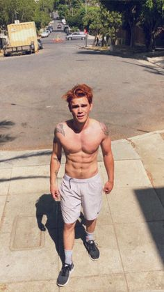 Oh dang, yeah he went there 😏 Kj Apa Riverdale, Riverdale Archie, Riverdale Cast, Archie Comics, Archie Andrews Aesthetic, Shawn Mendes, James Fitzgerald, Hot Boys, Handsome Boys