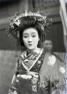 Tayuû in Shimabara, Nagasaki pref. 1929-1930