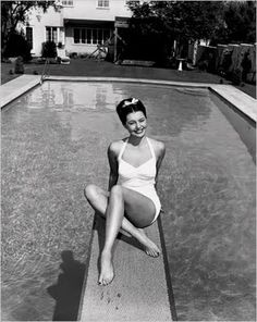 "classicmoviehub: ""vintagegal: "" Cyd Charisse c. 1947 "" ""Beautiful photo of the great Cyd Charisse"" "" Rose Mcgowan, Ellen Von Unwerth, Vintage Glamour, Vintage Girls, Unique Vintage, Vintage Style, Retro Vintage, 1940s Style, Retro Style"