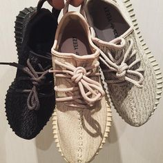 Adidas Yeezy boost 350 black, cream and original Sock Shoes, Cute Shoes, Me Too Shoes, Shoe Boots, Sneakers Mode, Shoes Sneakers, Shoes Heels, Kenye West, Basket Originale
