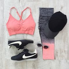 This Coral Sports Bra + Ombre Leggings combo is KILLER? Wanna look bomb at the gym? Sport Fashion, Fashion Photo, Fitness Fashion, Fitness Outfits, Workout Outfits, Clothing Photography, Product Photography, Ombre Leggings, Fashion Essentials