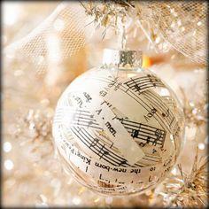 ✰ DIY Christmas Tree Ornament - Music Notes ✰ #GermaniDecor #DIY #ChristmasTree #Ornament #Music Notes