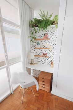 Small home office decoration. Tiny Home Office, Home Office Design, Home Office Decor, Office Nook, Room Ideas Bedroom, Diy Bedroom Decor, Study Room Decor, Retro Home Decor, Cheap Home Decor