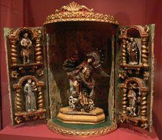 La Virgen de Quito o Virgen Apocalíptica, su autor fue Bernardo de Legarda