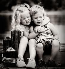 Un abrazo llega a tener más sentido común que un montón de palabras bonitas. Friends Forever, Best Friends, Loyal Friends, Happy Hug Day, Happy Life, Brother Quotes, Young Love, Big Hugs, Friendship Quotes