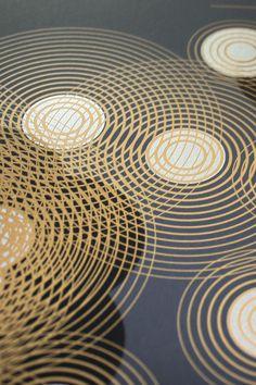 Concentric circles, sound vibration is bridged through this pattern design.
