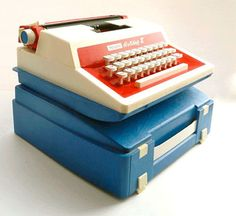 O.M.G !! How weird that I have more memories of the case than of the typewriter itself :p