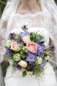 Bruidsfotografie door Chantal Tak Fotografie, bruiloft Nick en Sofieke in de duinen van Castricum #fotograaf #Alkmaar #omgeving #Heemskerk #Uitgeest #WijkaanZee #rijkaanzee #NoordHolland #Bruiloft #trouwen #duinen #Catricum #receptie #ceremonie #trouwreportage #bruidsreportage #foto's #trouwfoto's #fotoshoot #bruidsjurk #sluier #kant #bruidspaar #fotoshoot #staatsbosbeheer #trouwboeket #boeket #veldboeket #rozen