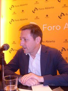 """Ignacio Martínez de Pisón visitó nuestro Foro Abierto para presentar su última novela, """"La buena reputación""""."""