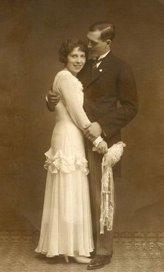 Just married! +~+~ Vintage Photograph ~+~+ Just Married! Love this happy couple! Vintage Photograph ~+~+ Just Married! Love this happy couple! Wedding Couples, Wedding Bride, Wedding Gowns, Wedding Tips, Lesbian Wedding, Bling Wedding, Wedding Menu, Bridal Gown, Bride Groom