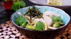 Hotpot med tofu, nudlar och champinjoner