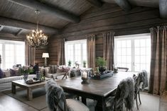 FINN Særdeles vakker tømmerhytte 3 bad ski inn/out til alpin/langrenn og Log Home Interiors, Rustic Interiors, Chalet Interior, Interior Design, Construction Chalet, Log Cabin Homes, Home Living, Living Room, Sweet Home